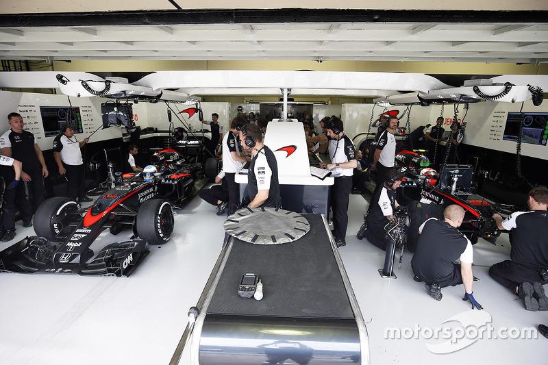 Фернано Алонсо, McLaren и Дженсон Баттон, McLaren MP4-30