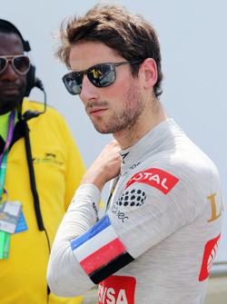 Romain Grosjean, Lotus F1 Team coloca uma faixa com as cores da França no braço em respeito às vitimas dos atentados a Paris