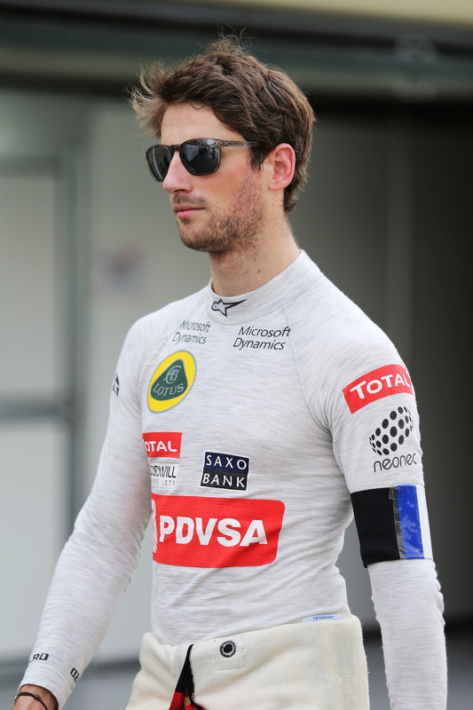 Romain Grosjean, Lotus F1 Team wears a Tricolore as a mark of respect for the victims of the Paris t