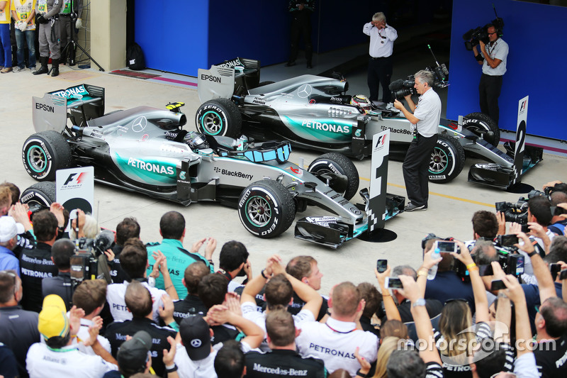 Race winner Nico Rosberg, Mercedes AMG F1 W06 and Lewis Hamilton, Mercedes AMG F1 W06 in parc ferme