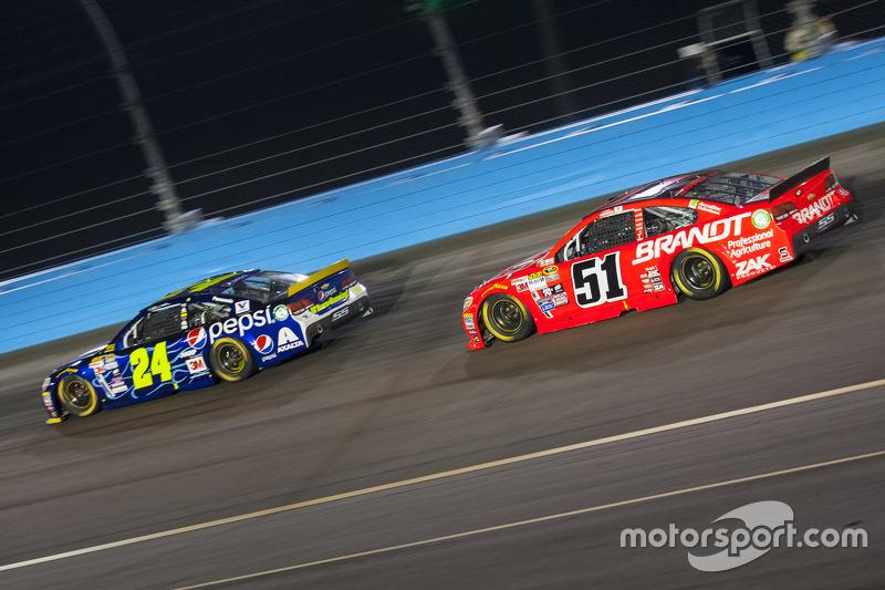 Jeff Gordon, Hendrick Motorsports Chevrolet; Justin Allgaier, Hscott Motorsports Chevrolet