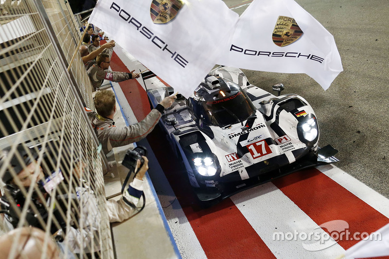 #17 Porsche Team, Porsche 919 Hybrid: Timo Bernhard, Mark Webber, Brendon Hartley, bei der Zieldurch