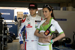 Ryan Tveter, Team West-Tec F3 Dallara Mercedes with grid girl