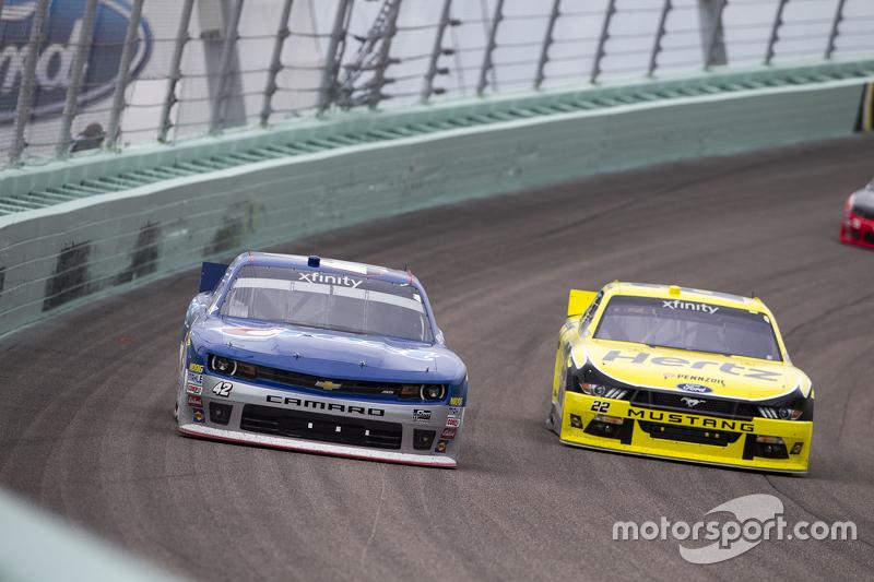 Kyle Larson, Hscott Motorsports Chevrolet and Ryan Blaney, Team Penske Ford