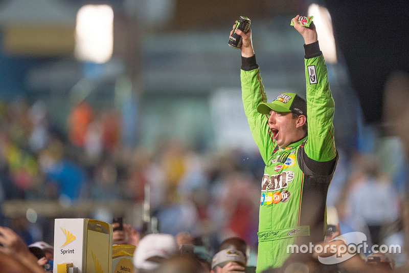Victory-Lane: 1. und Champion NASCAR Sprint-Cup 2015: Kyle Busch, Joe Gibbs Racing Toyota