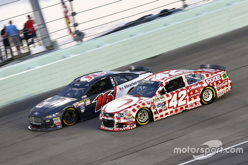 Greg Biffle, Roush Fenway Racing Ford; Kyle Larson, Chip Ganassi Racing Chevrolet