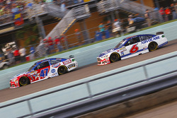 Ей-Джей Олмендінгер, JTG Daugherty Racing Chevrolet та Тревор Бейн, Roush Fenway Racing Ford