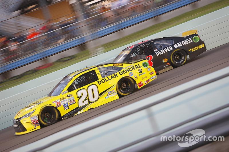 Matt Kenseth, Joe Gibbs Racing Toyota; Martin Truex Jr., Furniture Row Racing Chevrolet