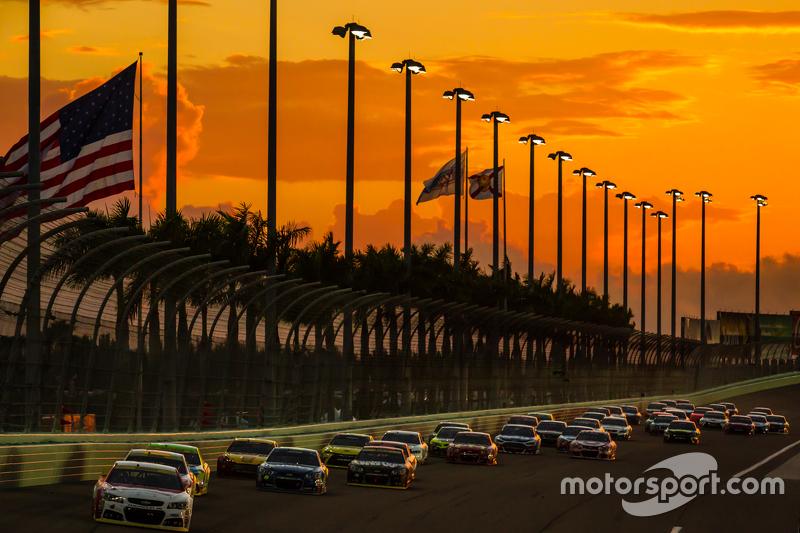 Restart: Kasey Kahne, Hendrick Motorsports Chevrolet, in Führung
