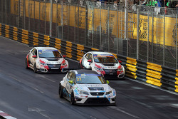 Jordi Oriola, SEAT Leon, Target Competition with Kevin Gleason, Honda Civic TCR, West Coast Racing and Gianni Morbidelli, Honda Civic TCR, West Coast Racing