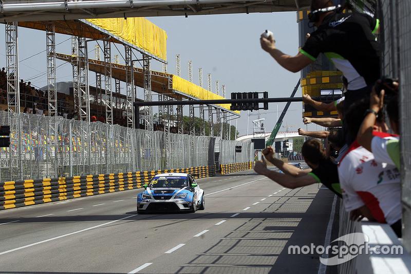 Kazanan ve 2015 Dünya Şampiyonu Jorge Lorenzo, Yamaha Fabrika Takımı