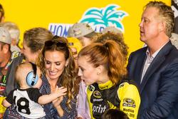 Victory-Lane: Samantha Busch und Sohn Brexton