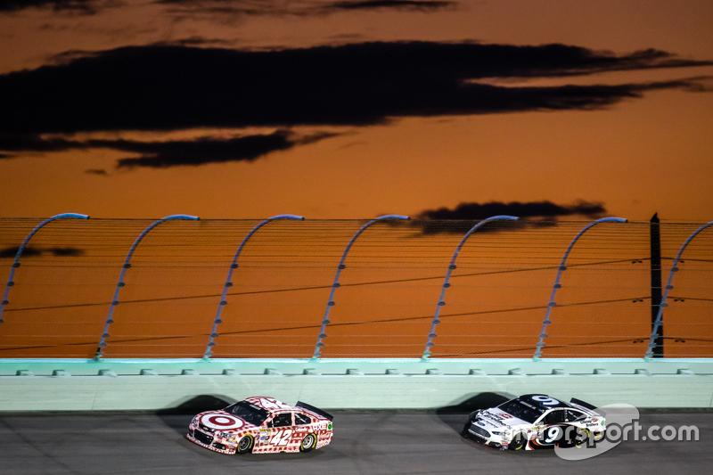 Kyle Larson, Chip Ganassi Racing Chevrolet; Sam Hornish Jr., Richard Petty Motorsports Ford