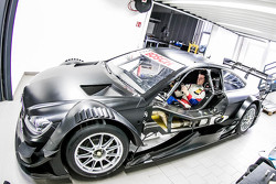 Luca Ludwig, Mercedes-AMG C 63 DTM seat fitting