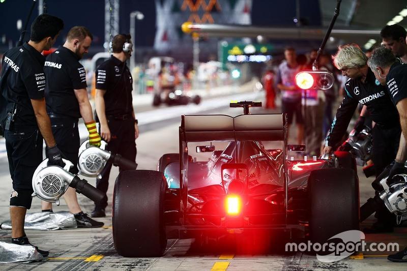 Ніко Росберг, Mercedes AMG F1 W06 на піт-лейні