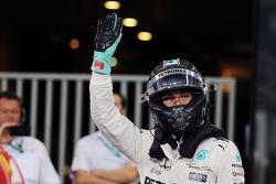 Il poleman Nico Rosberg, Mercedes AMG F1 Team
