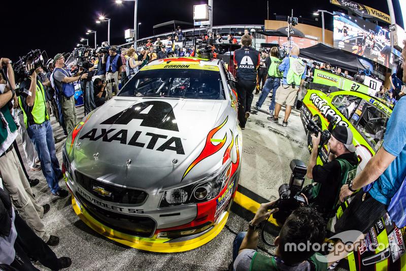 Медіа спостерігають за машиною для Джефф Гордон, Hendrick Motorsports Chevrolet