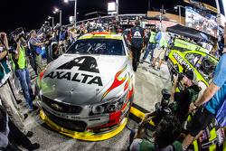 Media attention around the car of Jeff Gordon, Hendrick Motorsports Chevrolet