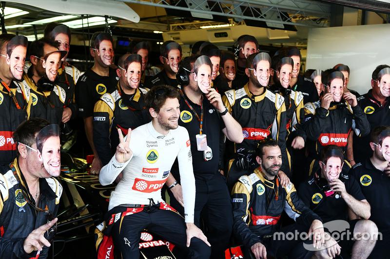 Romain Grosjean, Lotus F1 Team, beim Teamfoto
