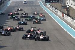 Race 2 Start: Alex Palou, Campos Racing leads