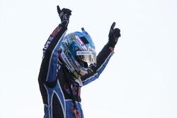 Juara Umum V8 Supercars 2015 Mark Winterbottom, Prodrive Racing Australia Ford merayakan di parc fer