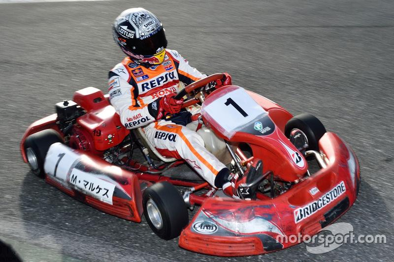 Marc Marquez rijdt met een kart