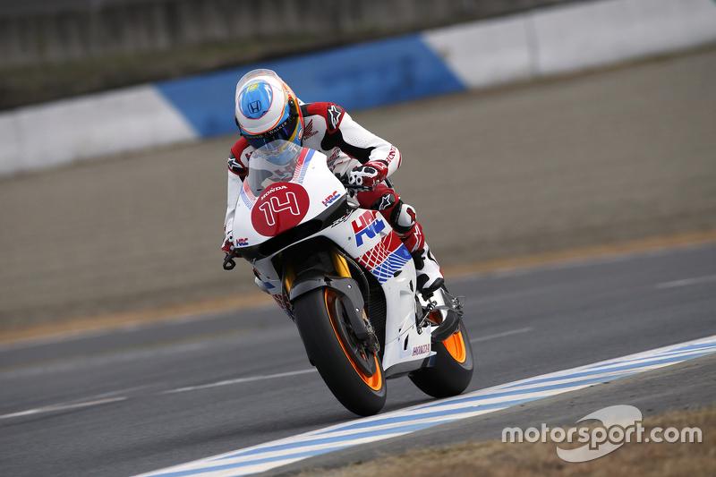 Fernando Alonso anda com moto da Honda