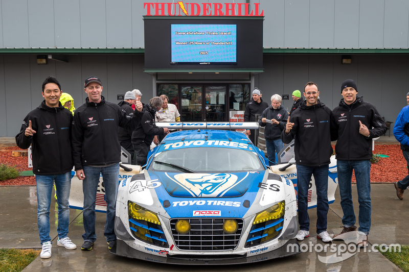 Загальний переможець #45 Flying Lizard Motorsports Audi R8 LMS: Darren Law, Tomonobu Fujii, Johannes