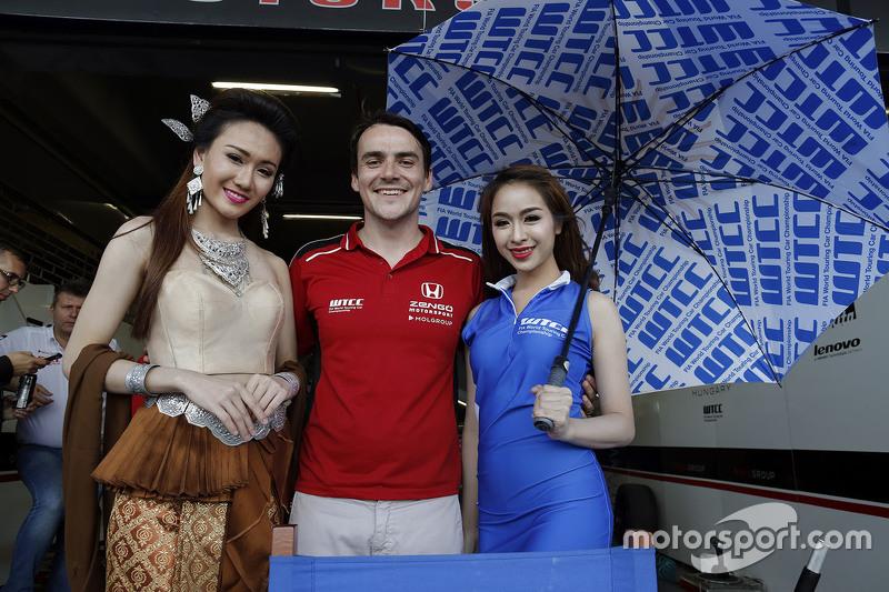 Norbert Michelisz, Zengo Motorsport with grid girls