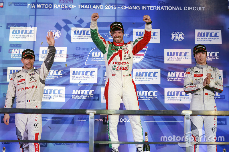 Race 2 podium: winner Tiago Monteiro, Honda Racing Team JAS, second place Sébastien Loeb, Citroën World Touring Car team, third place Ma Qing Hua, Citroën World Touring Car team