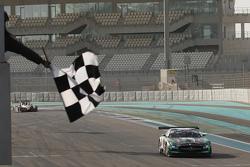 #2 Black Falcon Mercedes SLS AMG: Yelmer Buurman, Hubert Haupt, Abdulaziz Al Faisal meraih kemenangan di balapan bagian pertama