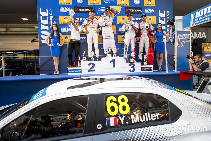 Podium: race winner Yvan Muller, Citroën C-Elysee WTCC, Citroën World Touring Car team, second place Gabriele Tarquini, Honda Civic WTCC, Honda Racing Team, third place Jose Maria Lopez, Citroën C-Elysée WTCC, Citroën World Touring Car team
