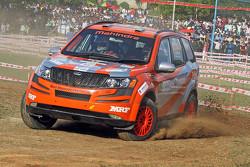 Gaurav Gill ve Musa Sherif, XUV 500, Takımı Mahindra Adventure