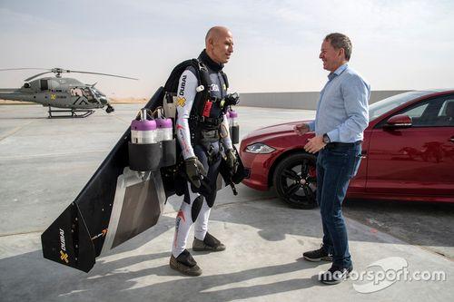 Martin Brundle ve Jaguar XJR vs. jet adam