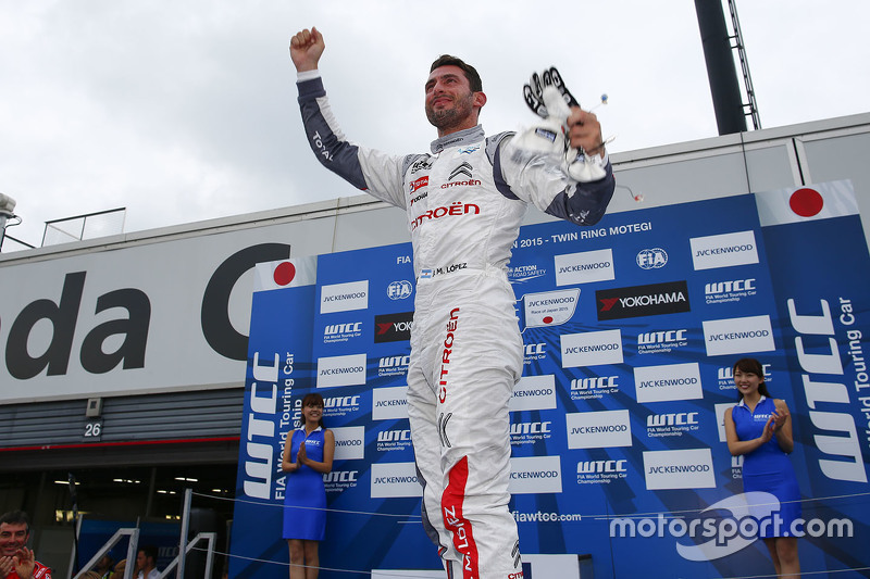 Race winner Jose Maria Lopez, Citroën C-Elysee WTCC, Citroën World Touring Car team