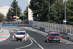 Gabriele Tarquini, Honda Civic WTCC, Honda Racing Team JAS and Norbert Michelisz, Honda Civic WTCC, Zengo Motorsport