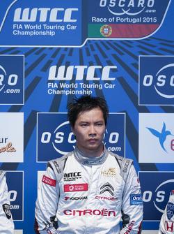 Podium: race winner Ma Qing Hua, Citroën C-Elysée WTCC, Citroën World Touring Car team, second place
