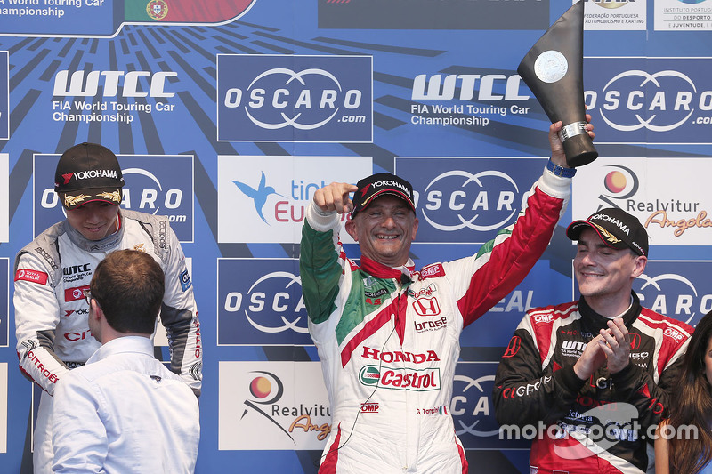 Podium: Gabriele Tarquini, Honda Racing Team JAS