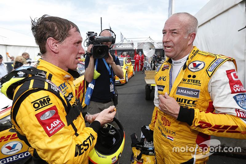 Jaap van Lagen, Lada Vesta WTCC, Lada Sport Rosneft and Tom Coronel, Chevrolet RML Cruze TC1, ROAL M
