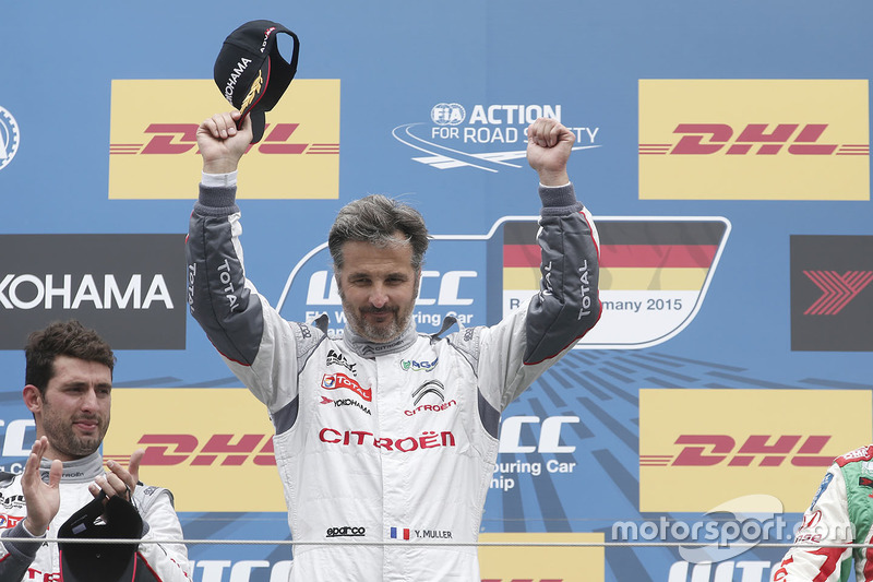 Podium: race winner Yvan Muller, Citroën C-Elysee WTCC, Citroën World Touring Car team