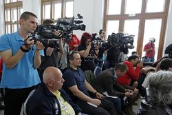 Medias in Прес-конференція