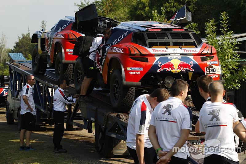 Peugeot Sport механіки за роботою