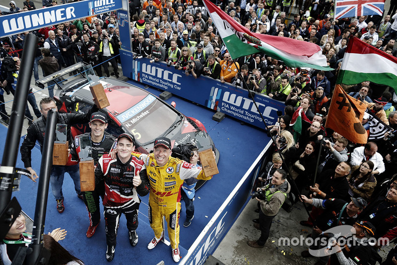 Podium: race winner Norbert Michelisz, Honda Civic WTCC, Zengo Motorsport, second place Tom Coronel, Chevrolet RML Cruze TC1, ROAL Motorsport, third place Tom Chilton, Chevrolet RML Cruze TC1, ROAL Motorsport