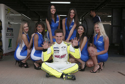 Hugo Valente, Chevrolet RML Cruze TC1, Campos Racing with grid girls