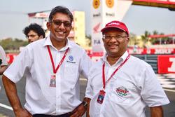 Голова Volkswagen Motorsport India Сіріш Вісса і Керуючий та виконавчий директор MRF, Арун Маммен