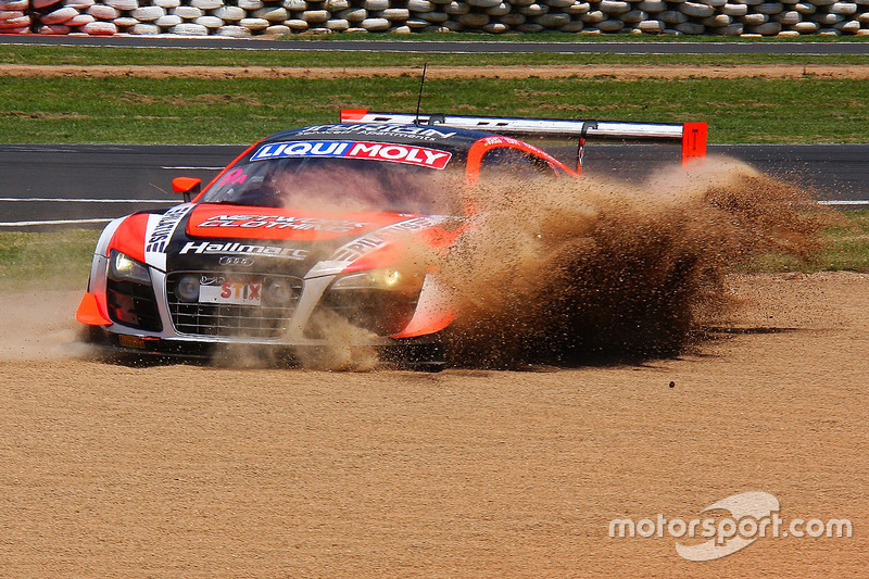 4. #9 Melbourne Performance Centre Audi R8 LMS Ultra: Marc Cini, Mark Eddy, Christer Joens en problemas