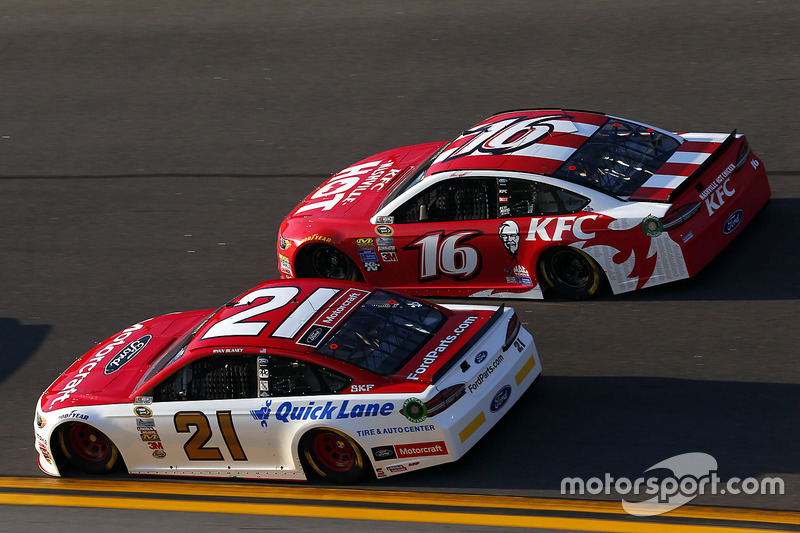 Trevor Bayne, Roush Fenway Racing Ford, Greg Biffle, Roush Fenway Racing Ford