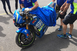 The crashed bike of Maverick Viñales, Team Suzuki MotoGP