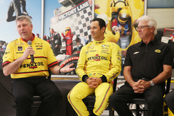 Helio Castroneves, Team Penske Chevrolet und Rick Mears