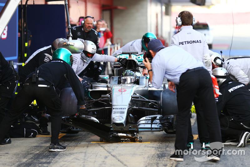 Nico Rosberg, Mercedes AMG F1 práctican una pit stop